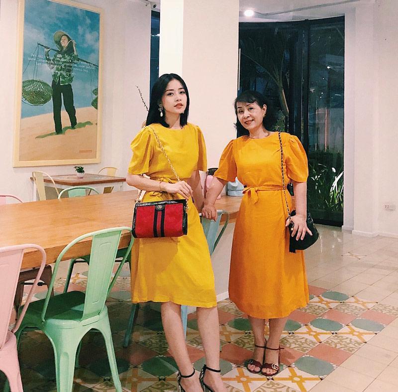 Happy Mothers Day: Hãy mặc đồ đôi hai chị em với mẹ như Chi Pu nào!-5