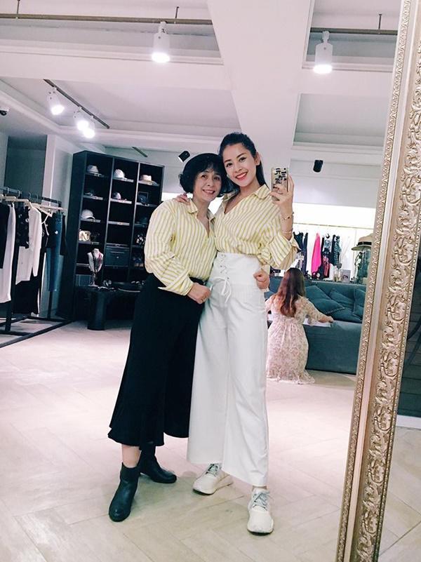 Happy Mothers Day: Hãy mặc đồ đôi hai chị em với mẹ như Chi Pu nào!-3