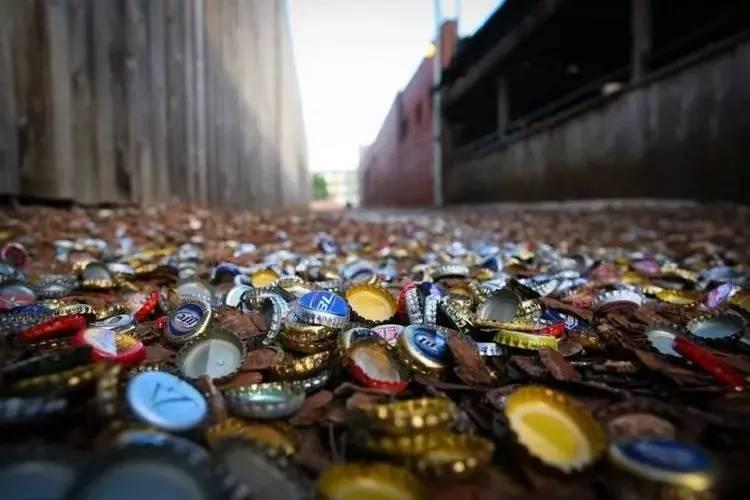 Con hẻm nắp chai độc lạ khiến nhiều người đổ xô đến xem, doanh nghiệp thì xem nó là mỏ vàng-1