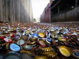 Con hẻm nắp chai độc lạ khiến nhiều người đổ xô đến xem, doanh nghiệp thì xem nó là 'mỏ vàng'
