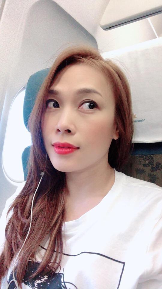 Phản ứng của Mỹ Tâm khi bị rình chụp trộm trên máy bay khiến fan nghi ngờ cô bị hack Facebook-3