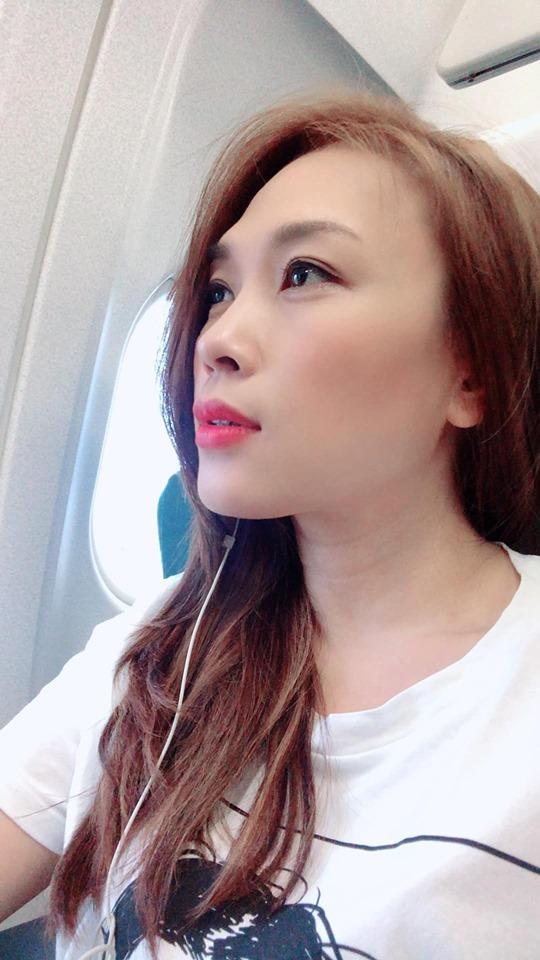 Phản ứng của Mỹ Tâm khi bị rình chụp trộm trên máy bay khiến fan nghi ngờ cô bị hack Facebook-4