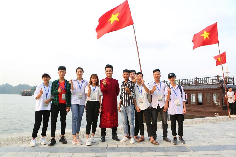 MC Hạnh Phúc cùng 100 nghệ sĩ quốc tế trình diễn trước hàng vạn khán giả-2