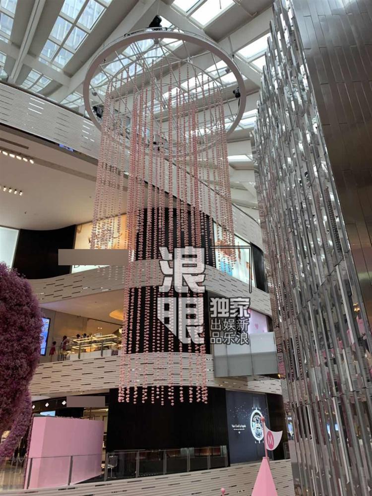 Con trai vua sòng bạc Macau chi bộn tiền để cầu hôn siêu mẫu nội y-9