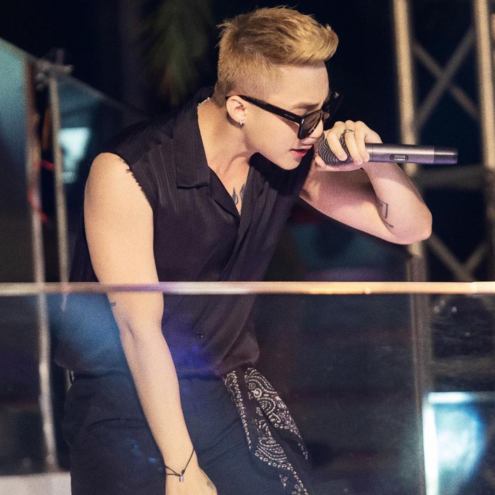 Phản ứng tẩm ngẩm tầm ngầm đích thực fangirl của HHen Niê khi thấy Sơn Tùng được khen đẹp trai, vừa trắng lại vừa giàu-5