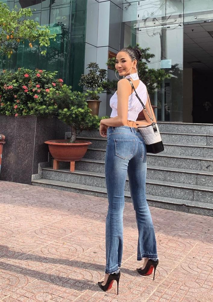 Bản tin Hoa hậu Hoàn vũ 13/5: Chưa xuất trận nhưng Hoàng Thùy đã bị đối thủ Colombia đe dọa... cho ngửi khói-1