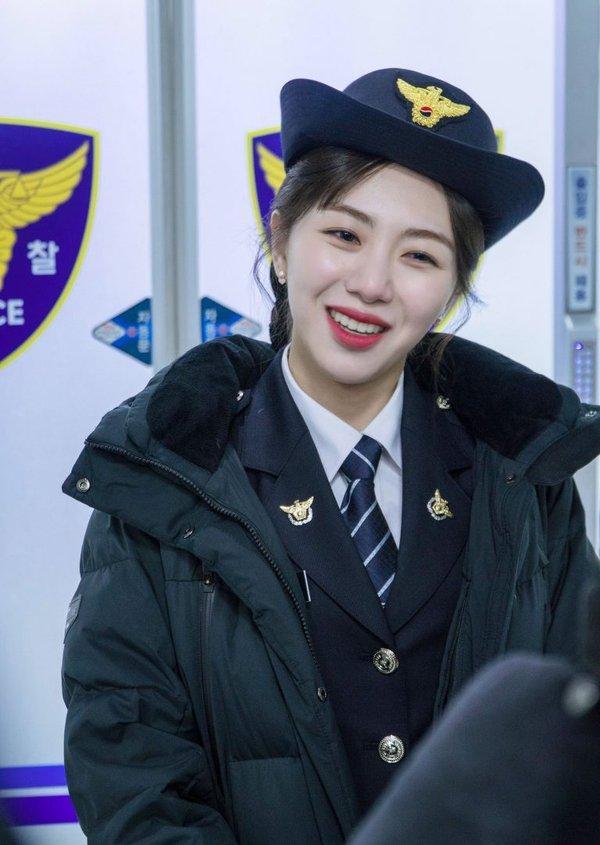 Mỹ nữ vòng eo 45cm Mina rời nhóm, AOA không tránh khỏi lời nguyền 7 năm ám ảnh làng Kpop-2