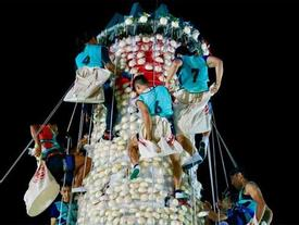Độc đáo lễ hội leo tháp lấy bánh bao ở Hong Kong