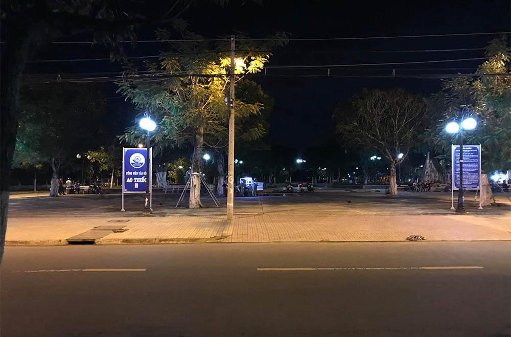 2 cô gái Tiền Giang ra công viên đánh nhau, 1 chàng trai bị đâm chết-1
