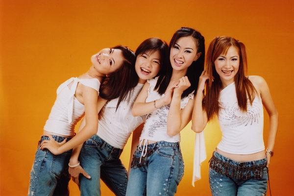 Từ hình thời ơ kìa của Ngô Kiến Huy: Fan ngã ngửa trước phong cách thời trang các nhóm nhạc đình đám cách đây 10 năm-13