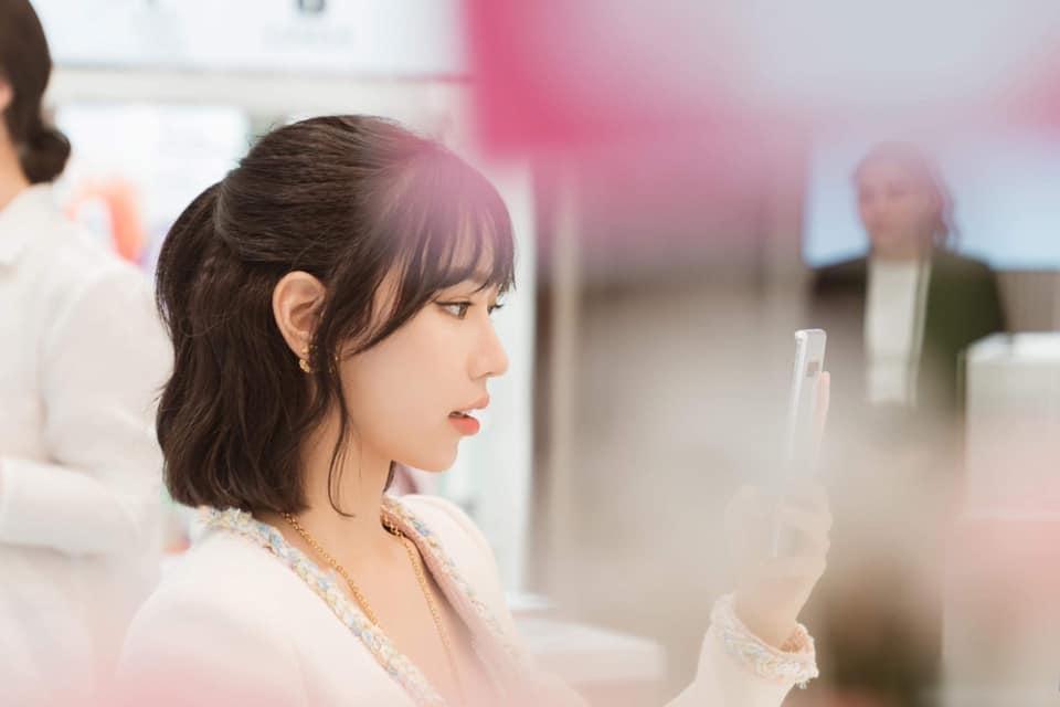 Vừa bị chỉ trích vì đạo nhạc, Min tiếp tục bị khui chuyện dao kéo trộn từ bộ tứ Taeyeon, Hari Won, Elly Trần và Erik-3