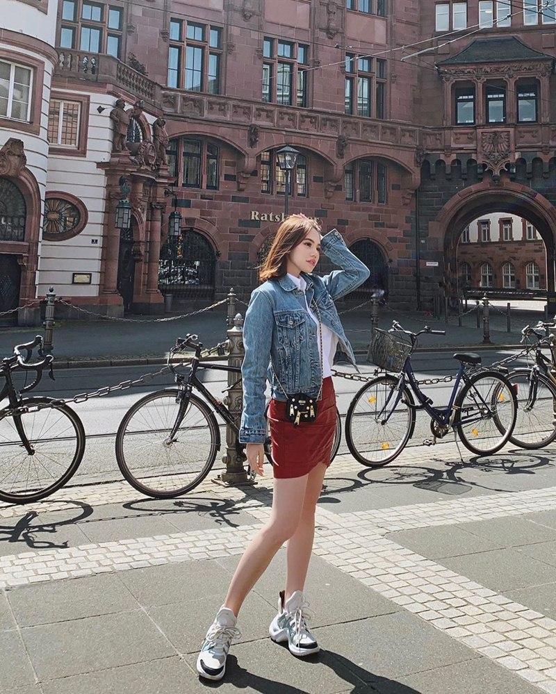 STREET STYLE giới trẻ: Chi Pu - Quỳnh Anh Shyn siết eo nhỏ đến ngỡ ngàng với mốt áo corset-5
