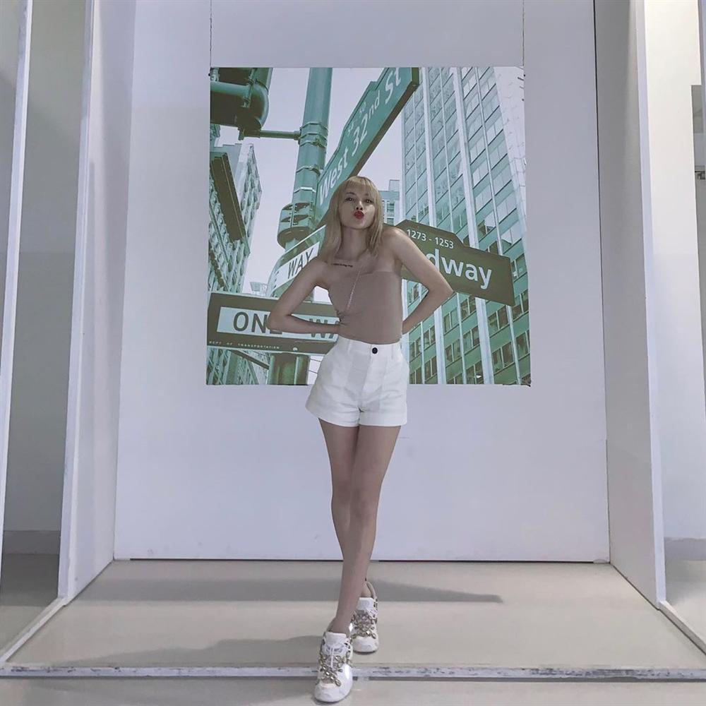STREET STYLE giới trẻ: Chi Pu - Quỳnh Anh Shyn siết eo nhỏ đến ngỡ ngàng với mốt áo corset-2