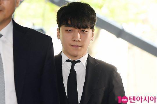 Seungri bị trói và còng tay khi rời tòa án, có thể ở tù 2 - 3 năm-4