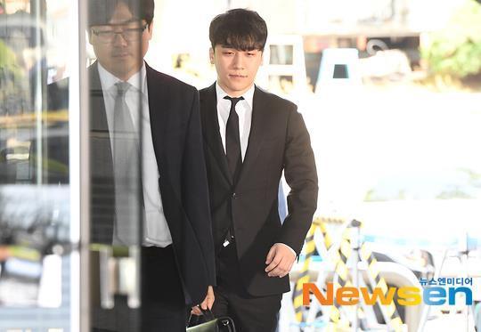 Seungri bị trói và còng tay khi rời tòa án, có thể ở tù 2 - 3 năm-5