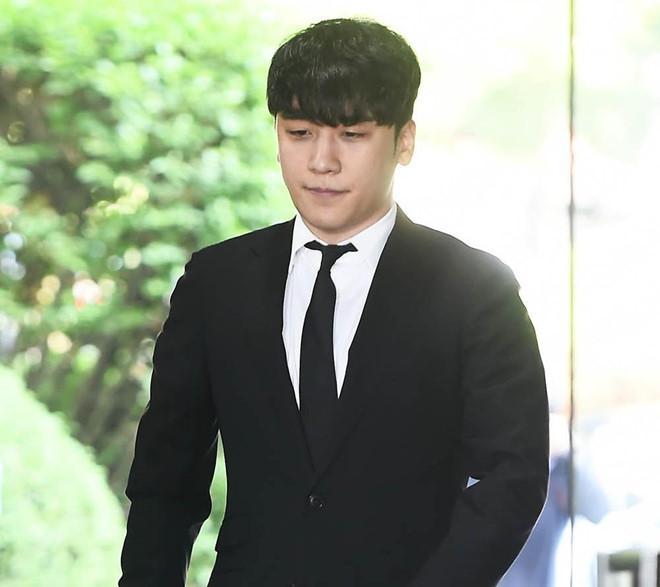 Seungri bị trói và còng tay khi rời tòa án, có thể ở tù 2 - 3 năm-7