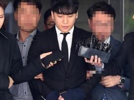 Seungri bị trói và còng tay khi rời tòa án, có thể ở tù 2 - 3 năm