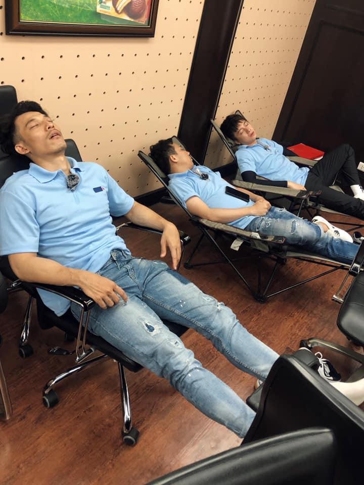 Thánh chơi dơ BB Trần vừa dìm hàng dáng ngủ của Trấn Thành, Jun Phạm và dàn cast Running Man là lập tức bị phản đòn-2