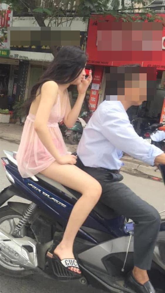 Bức ảnh bàn tán nhất sáng nay: Gái xinh Hà Nội gây sốc khi đi tung tăng khắp siêu thị trong bộ dạng trên có áo, dưới để không-7