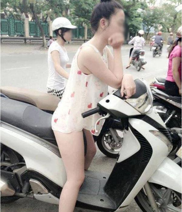 Bức ảnh bàn tán nhất sáng nay: Gái xinh Hà Nội gây sốc khi đi tung tăng khắp siêu thị trong bộ dạng trên có áo, dưới để không-11