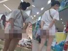 Bức ảnh bàn tán nhất sáng nay: Gái xinh Hà Nội gây sốc khi đi tung tăng khắp siêu thị trong bộ dạng 'trên có áo, dưới để không'