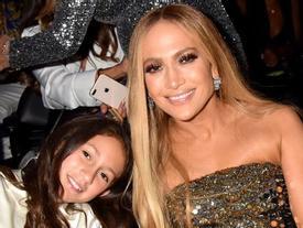 Con gái 11 tuổi của Jennifer Lopez gây bất ngờ với giọng hát hay
