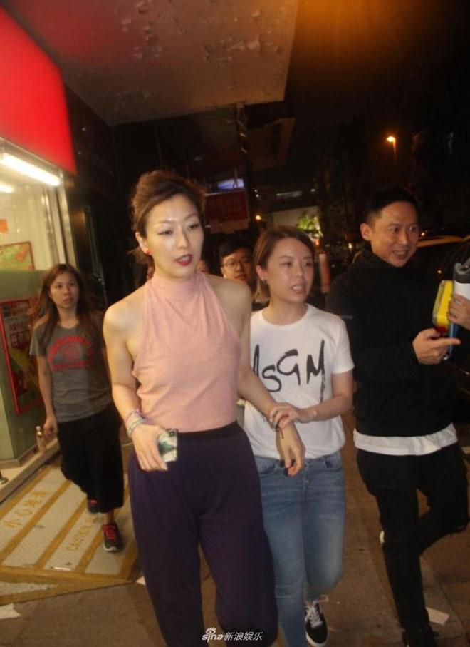 Trịnh Tú Văn im lặng khi bị truy hỏi về scandal của chồng và tình nhân-1