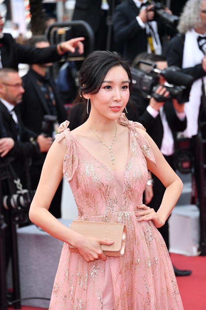 Khiếp sợ dàn mỹ nhân vô danh đổ bộ thảm đỏ Cannes: Người ăn mặc sốc nổi, kẻ bị đuổi thẳng thừng-2