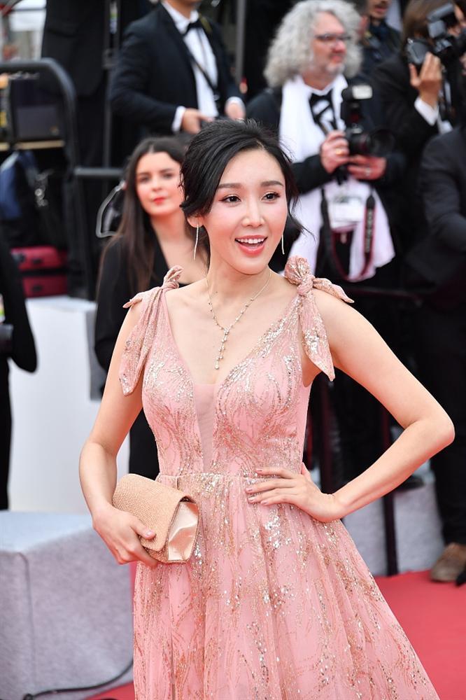 Khiếp sợ dàn mỹ nhân vô danh đổ bộ thảm đỏ Cannes: Người ăn mặc sốc nổi, kẻ bị đuổi thẳng thừng-4