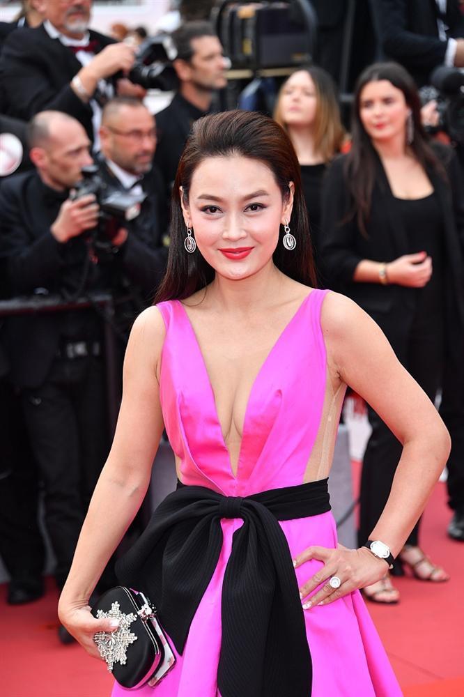 Khiếp sợ dàn mỹ nhân vô danh đổ bộ thảm đỏ Cannes: Người ăn mặc sốc nổi, kẻ bị đuổi thẳng thừng-5