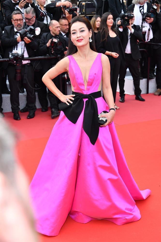 Khiếp sợ dàn mỹ nhân vô danh đổ bộ thảm đỏ Cannes: Người ăn mặc sốc nổi, kẻ bị đuổi thẳng thừng-6