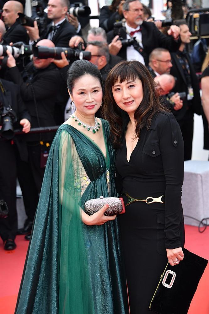 Khiếp sợ dàn mỹ nhân vô danh đổ bộ thảm đỏ Cannes: Người ăn mặc sốc nổi, kẻ bị đuổi thẳng thừng-7
