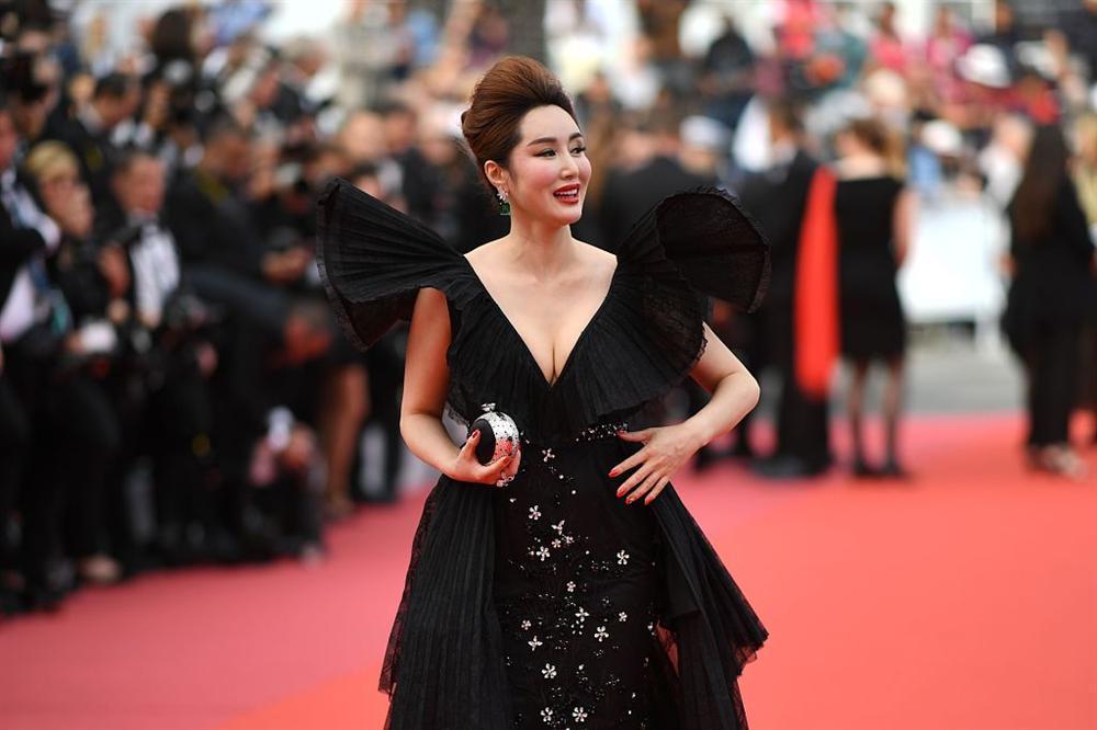 Khiếp sợ dàn mỹ nhân vô danh đổ bộ thảm đỏ Cannes: Người ăn mặc sốc nổi, kẻ bị đuổi thẳng thừng-9