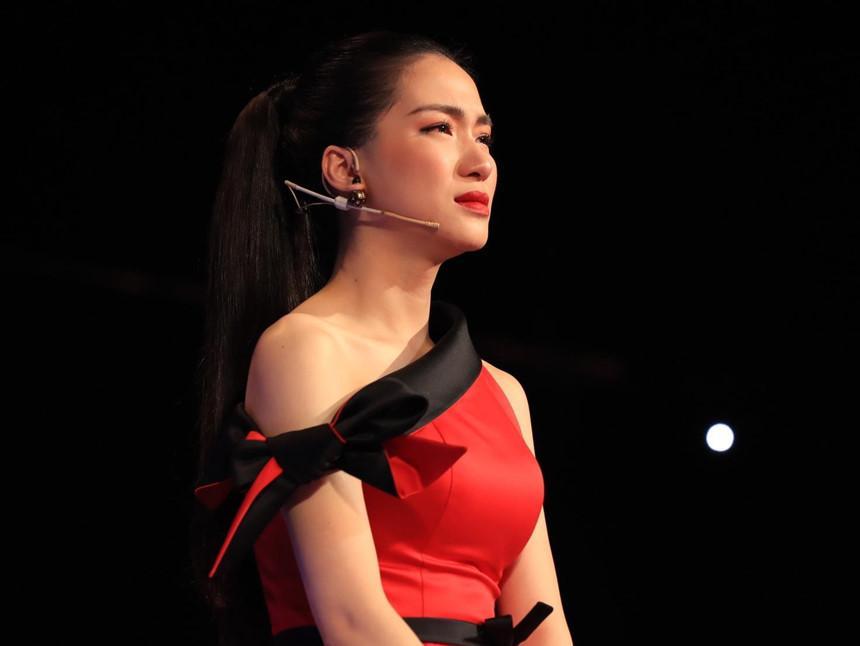Hòa Minzy bật khóc khi bị nhạc sĩ Đức Huy chê chọn sai bài, bắt thí sinh gồng gánh ca khúc quá khó-3
