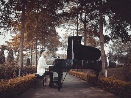 Hoàng tử ballad Minh Châu 'hớp hồn' người hâm mộ bằng bản mashup 4 ca khúc nhạc trẻ đình đám