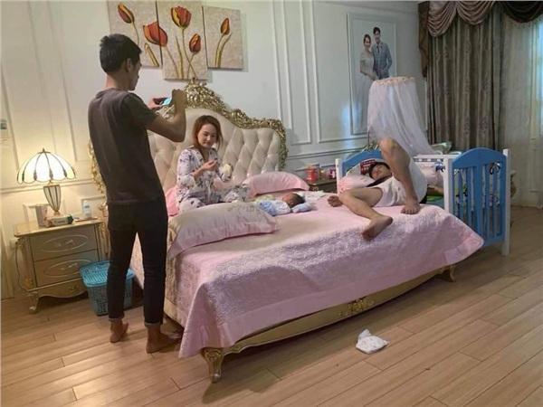 Kết phim Về Nhà Đi Con: Bảo Thanh sinh con cho Quốc Trường chỉ sau 1 đêm ân ái vội-3