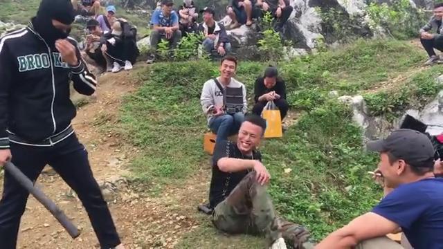 Cười ngả nghiêng với hậu trường Việt Anh đập đòn chí mạng Hồng Đăng trong Mê cung-2