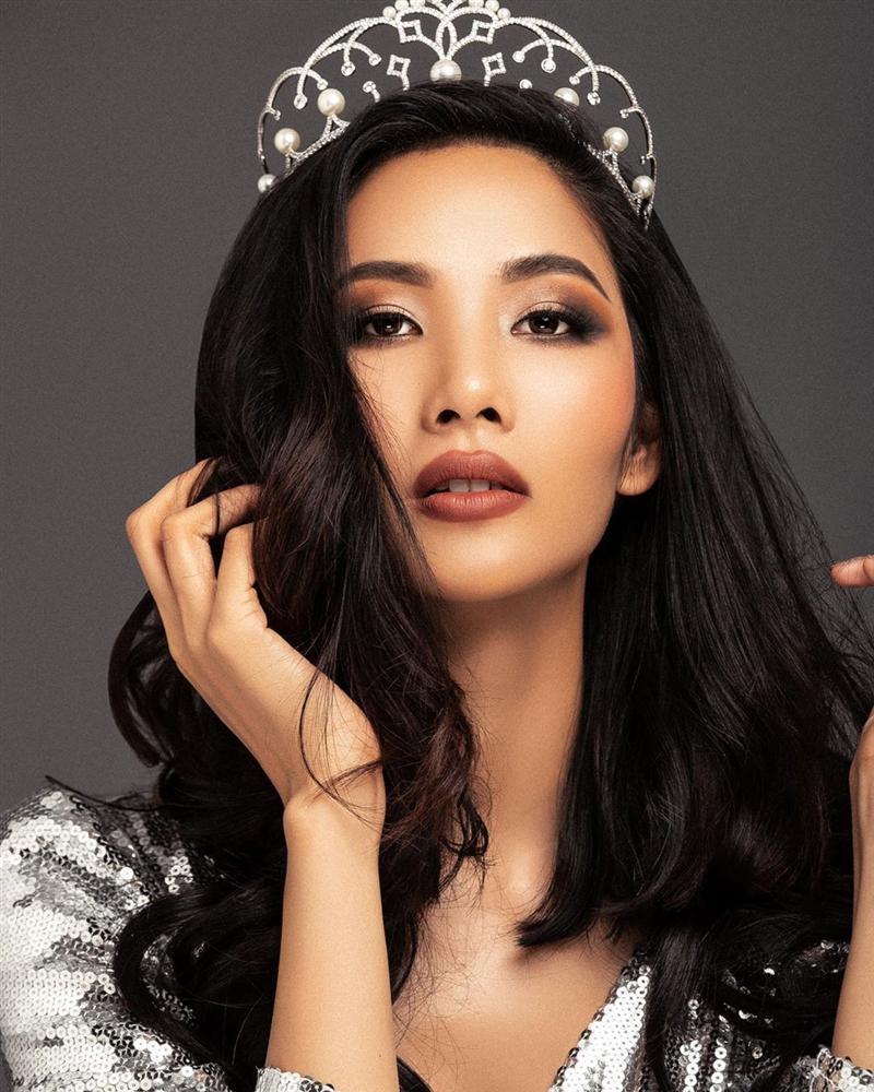 Bản tin Hoa hậu Hoàn vũ 15/5: Nhà báo Brazil quá xinh đẹp đe dọa khả năng intop của Hoàng Thùy-1