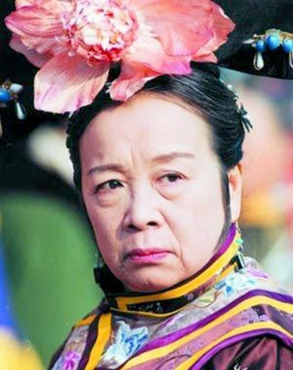 Nữ diễn viên bị ghét nhất Hoàn Châu cách cách gây sốt vì hành động trên xe buýt-3