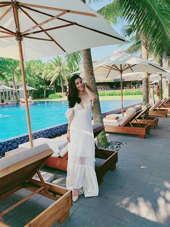 Hoa hậu Tiểu Vy khoe nhan sắc rực rỡ cùng trình catwalk chuyên nghiệp nhưng cái kết lại cực hài-1