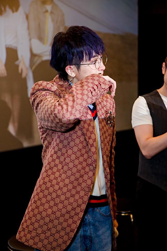 Gil Lê bật khóc khi bị chê trách đi giật lùi dù hoạt động showbiz lâu năm-3
