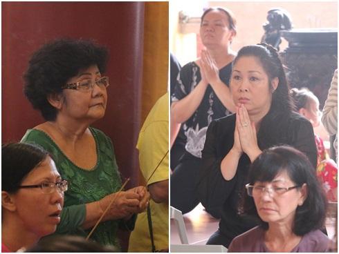 Hồng Vân và gia đình Anh Vũ làm lễ cúng 49 ngày cố nghệ sĩ