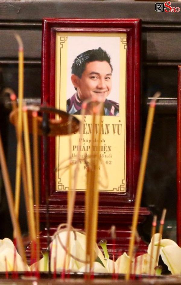 Hồng Vân - Minh Nhí - Quốc Thuận tới lễ cúng 49 ngày mất của cố nghệ sĩ Anh Vũ-1