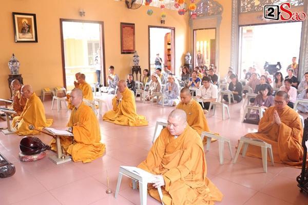Hồng Vân - Minh Nhí - Quốc Thuận tới lễ cúng 49 ngày mất của cố nghệ sĩ Anh Vũ-2