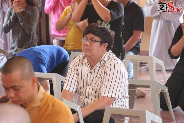 Hồng Vân - Minh Nhí - Quốc Thuận tới lễ cúng 49 ngày mất của cố nghệ sĩ Anh Vũ-7