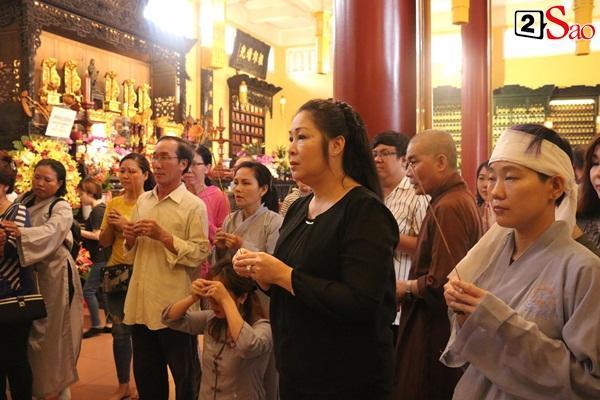 Hồng Vân - Minh Nhí - Quốc Thuận tới lễ cúng 49 ngày mất của cố nghệ sĩ Anh Vũ-11