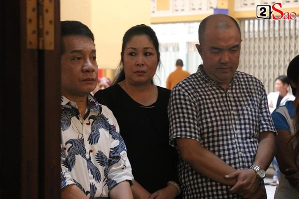 Hồng Vân - Minh Nhí - Quốc Thuận tới lễ cúng 49 ngày mất của cố nghệ sĩ Anh Vũ-13