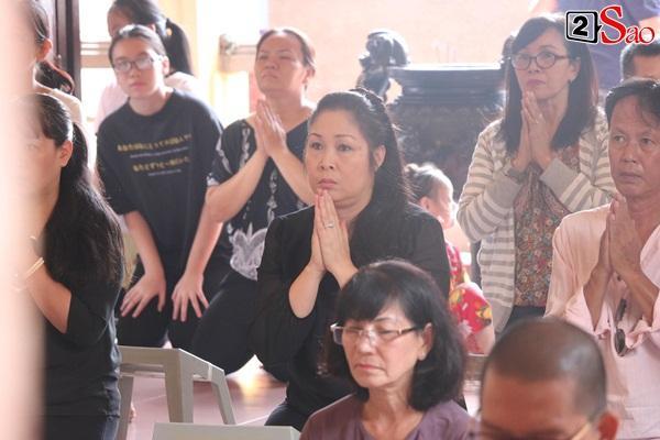 Hồng Vân - Minh Nhí - Quốc Thuận tới lễ cúng 49 ngày mất của cố nghệ sĩ Anh Vũ-8