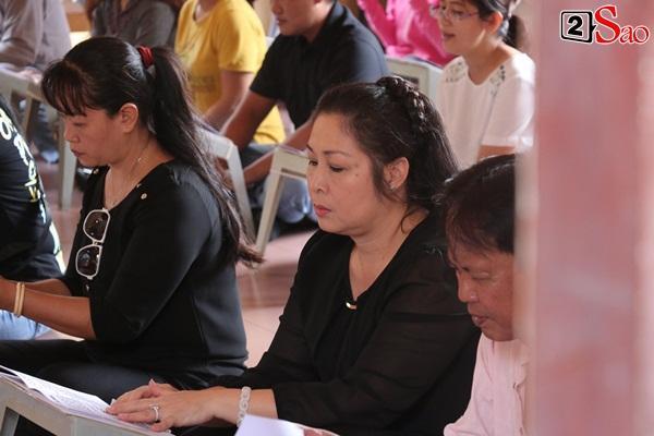 Hồng Vân - Minh Nhí - Quốc Thuận tới lễ cúng 49 ngày mất của cố nghệ sĩ Anh Vũ-9