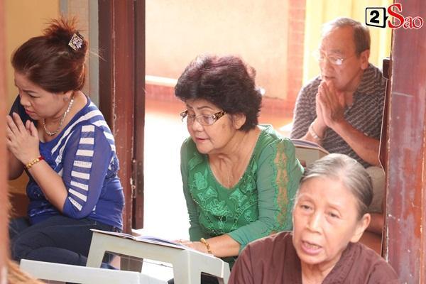 Hồng Vân - Minh Nhí - Quốc Thuận tới lễ cúng 49 ngày mất của cố nghệ sĩ Anh Vũ-3